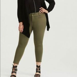 Torrid NWT Women Ponte Knit Ankle Trousers